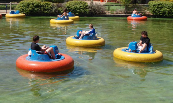 Quality water pool bumper boats with electric power
